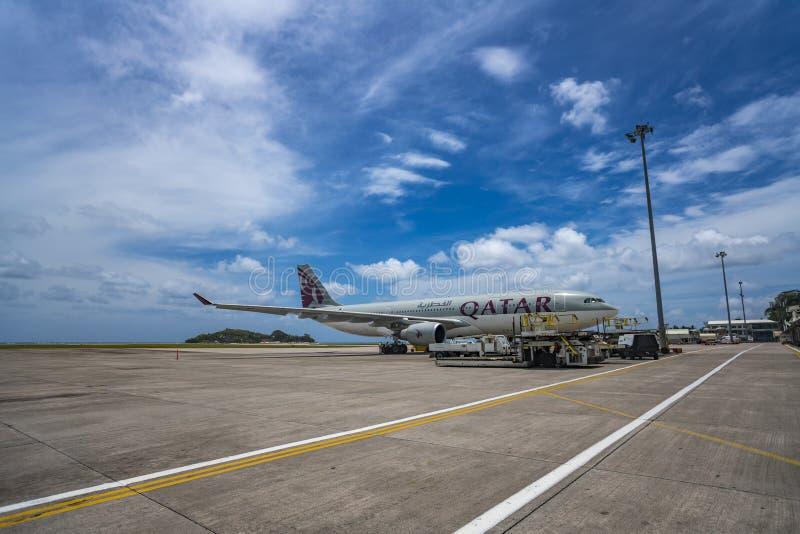 MAHE, SEYCHELLES - 4 OCTOBRE 2018 : Avion de Qatar Airways à l'aéroport de Mahe en Seychelles Qatar Airways est inclus dans la li photographie stock
