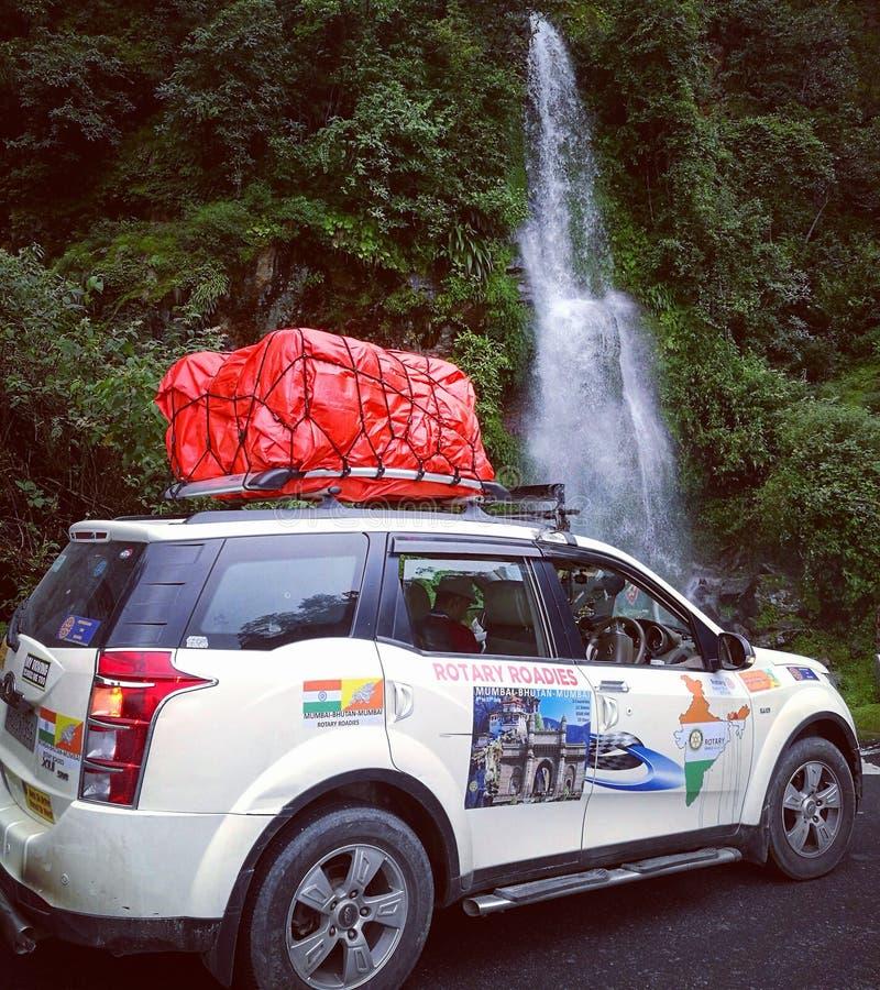Mahindra XUV 500 Roadtrip till Bhutan royaltyfria foton