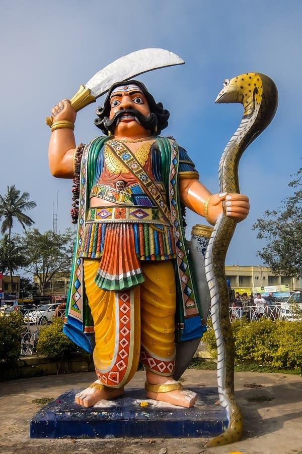 Mahishasura雕象看法,位于Chamundi小山在迈索尔附近 图库摄影