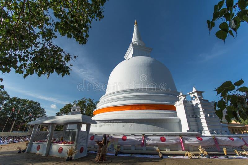 Mahiyangana王侯玛哈Vihara是古老佛教寺庙在Mahiyangana,斯里兰卡 库存图片