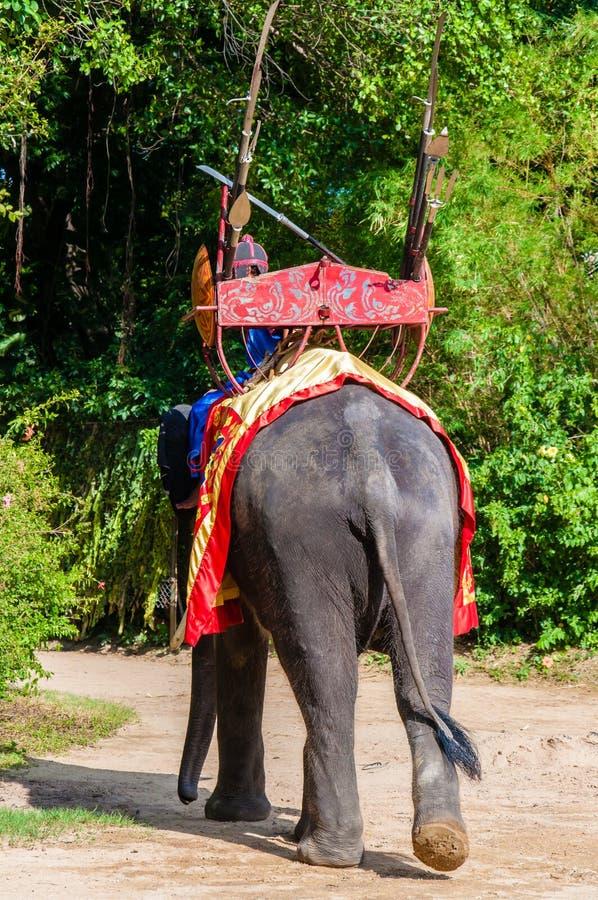 Mahout和他的大象在Samphran大象在佛统研了&动物园2014年5月24日 图库摄影
