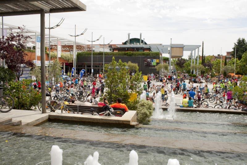 28. MAI 2017 ALCOBENDAS, SPANIEN: traditionelle Fahrradparade hunne stockfotos