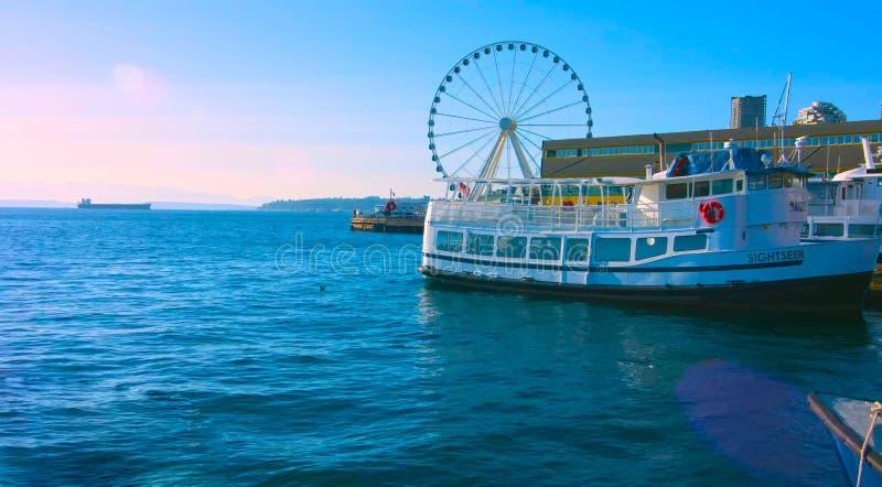 MAI 5 de Seattle, Washington, EUA, grande roda 2019 no cais 58 durante a hora dourada antes do por do sol, maneira do Alasca, do  fotos de stock