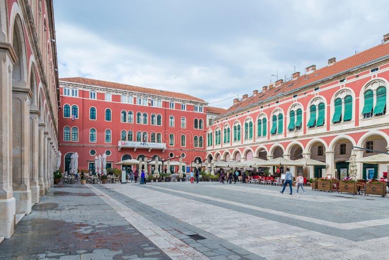 6. Mai 2019 Spalten Sie sich, Kroatien - Republik-Quadrat auf lizenzfreies stockfoto