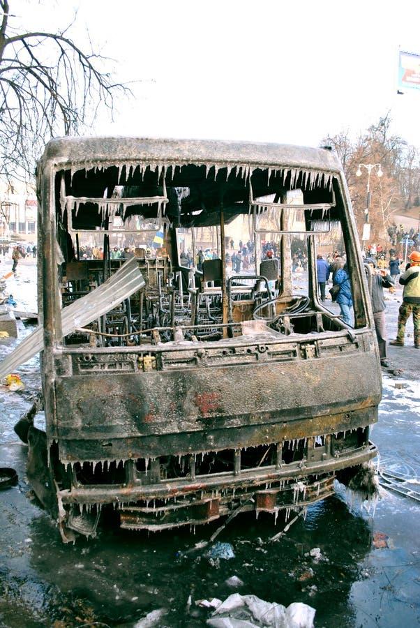 Maidan dans la police brûlée de révolution de Kiev en 2014 photographie stock libre de droits