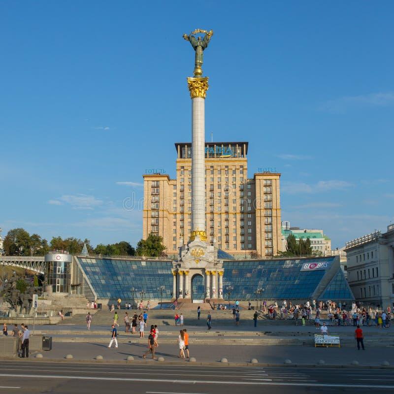 Maidan Nezalezhnosti, cuadrado de la independencia en el fin de semana en Kiev foto de archivo