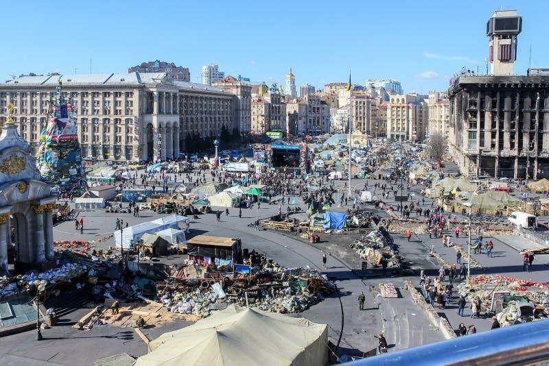 Maidan Nezalezhnosti sj?lvst?ndighetfyrkant under tiderna av Euromaidan - en v?g av demonstrationer och civil bekymmer i Ukraina arkivfoton