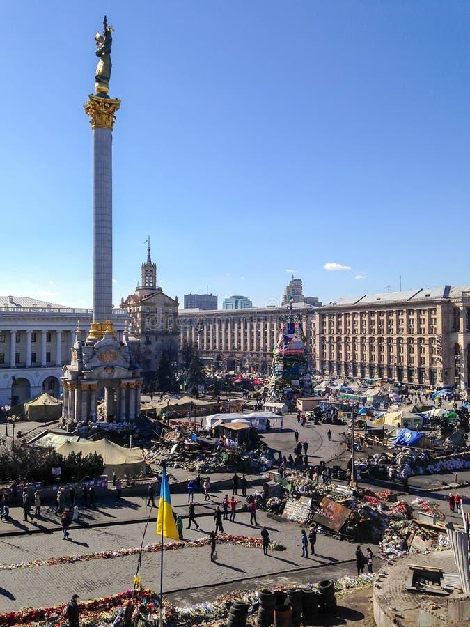 Maidan Nezalezhnosti sj?lvst?ndighetfyrkant under tiderna av Euromaidan - en v?g av demonstrationer och civil bekymmer i Ukraina royaltyfria foton