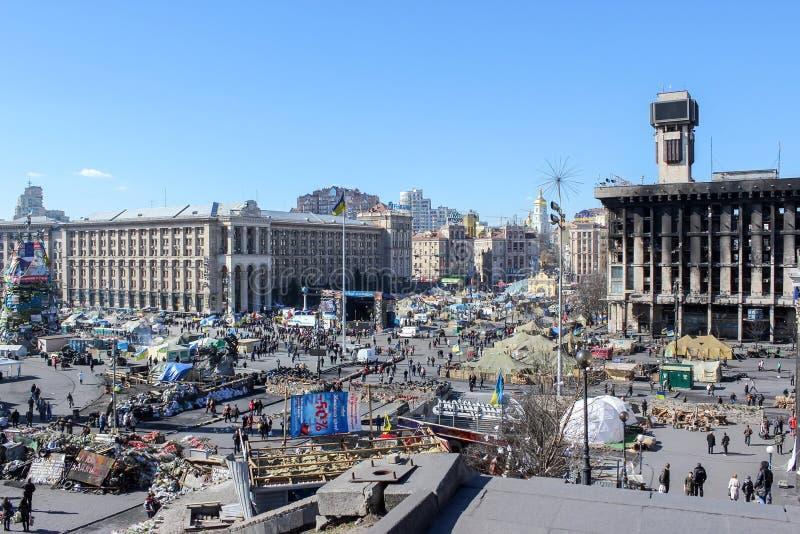 Maidan Nezalezhnosti sj?lvst?ndighetfyrkant under tiderna av Euromaidan - en v?g av demonstrationer och civil bekymmer i Ukraina royaltyfri foto