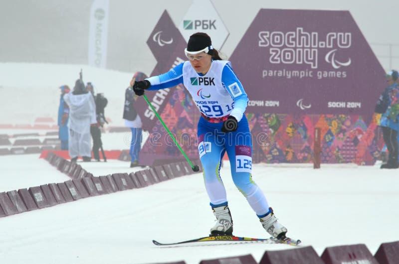 Maija Jarvela (Finnland) konkurriert in Winter Paralympic-Spielen in Sochi lizenzfreie stockbilder