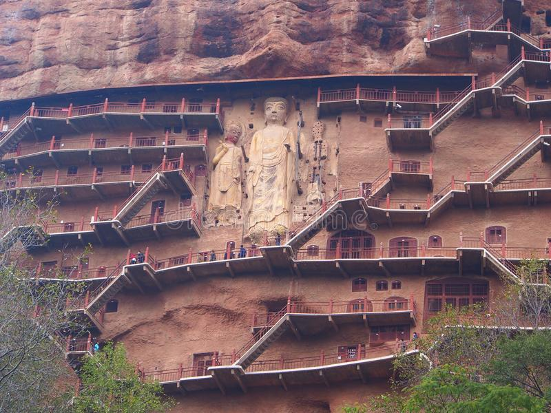 Maiji Shan Stone Mountain con la estatua de talla budista antigua imagen de archivo