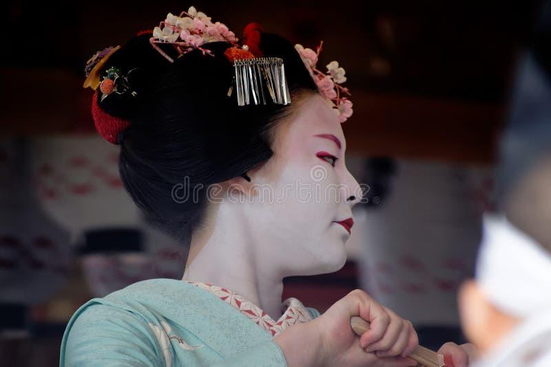 Maiko-Mädchen auf Tanzen, Kyoto Japan lizenzfreie stockbilder