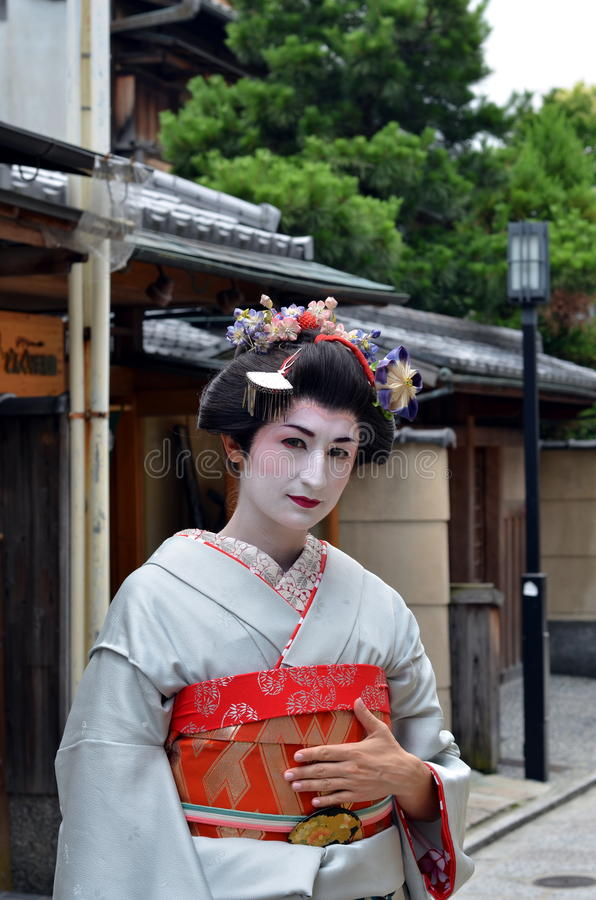 Maikos stående, slut upp, Kyoto, Japan fotografering för bildbyråer