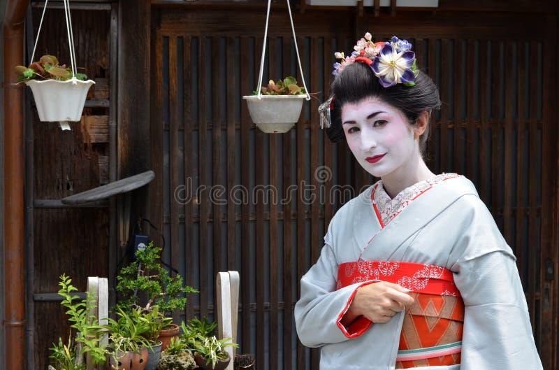 Maikos stående, slut upp, Kyoto, Japan royaltyfri foto