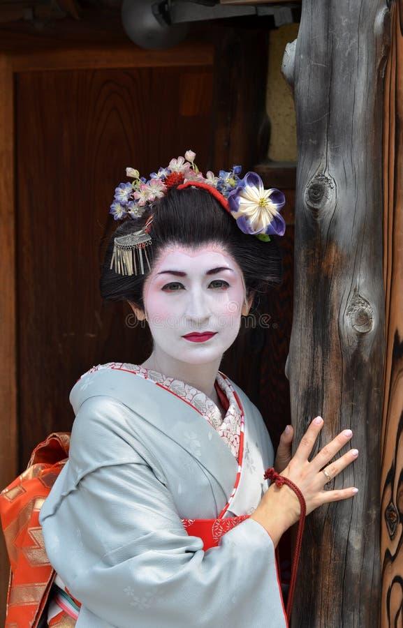 Maikos stående, slut upp, Kyoto, Japan arkivbild