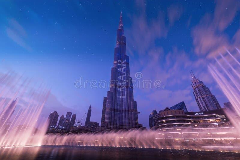 Mail et Burj Khalifa - jeu de Dubaï de l'eau image stock
