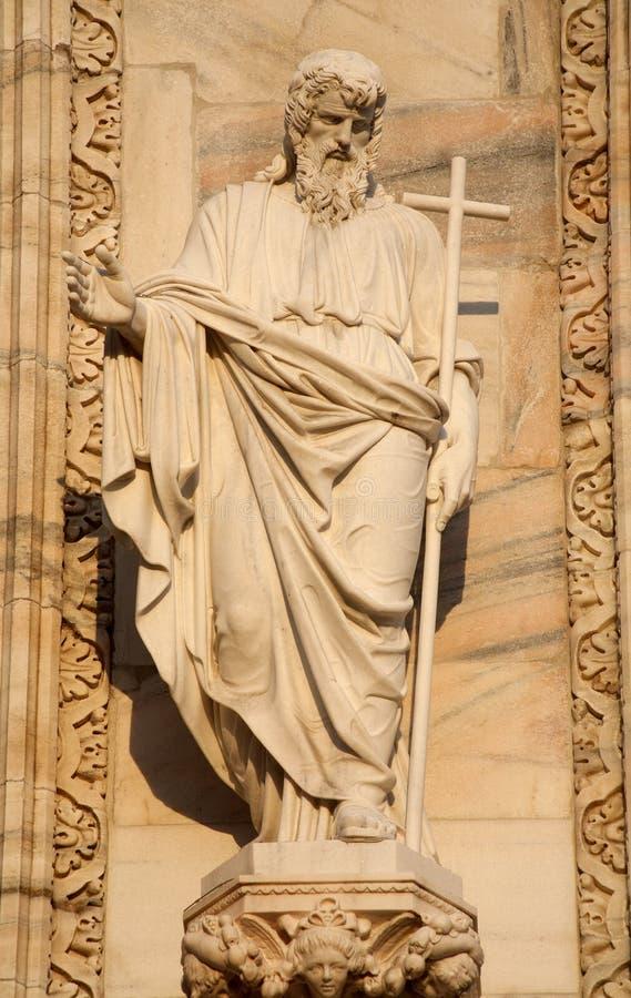 Mailand - Apostel Andrew-Statue von der Dom-Fassade lizenzfreies stockfoto