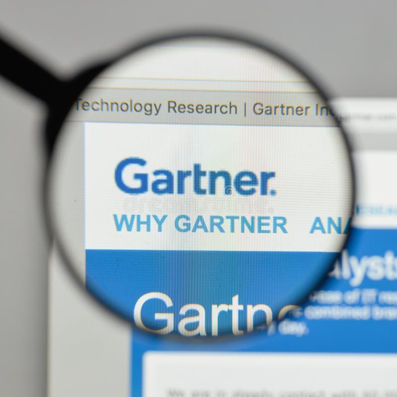 Mailand, Italien - 10. August 2017: Gartner-Logo auf dem Websitehaus stockfoto