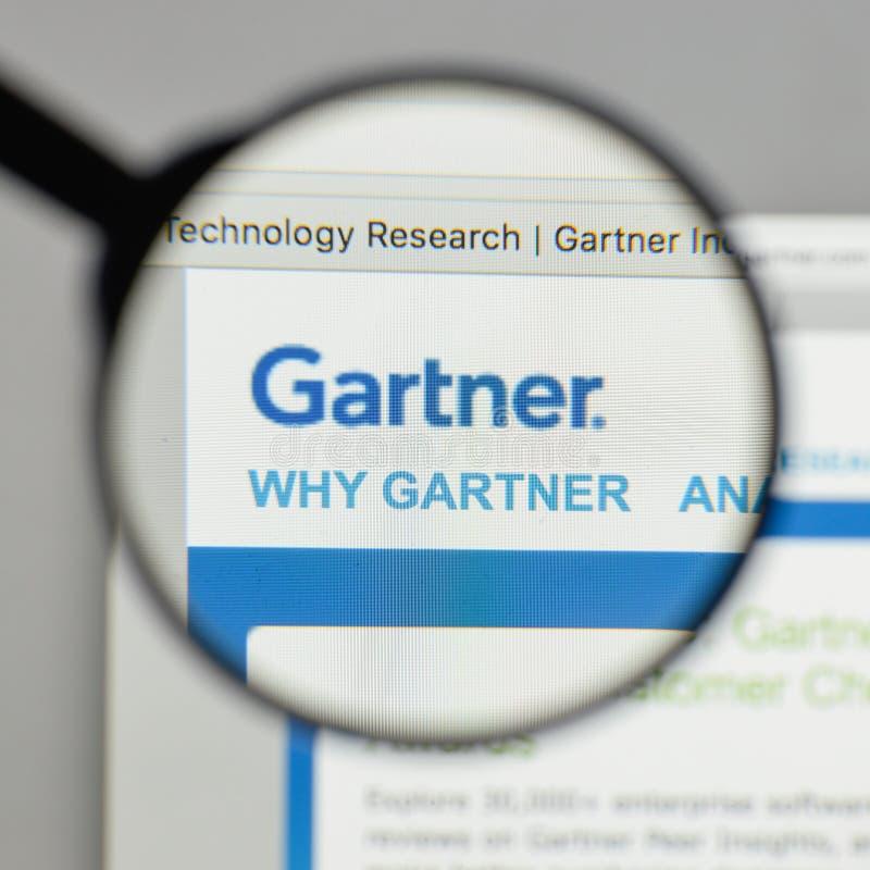 Mailand, Italien - 10. August 2017: Gartner-Logo auf dem Websitehaus stockfotografie
