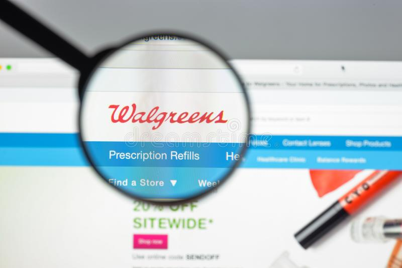 Mailand, Italien - 10. August 2017: Walgreens-Websitehomepage Es i stockfotos