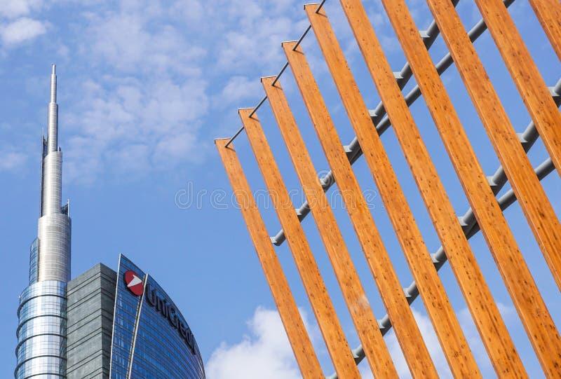 MAILAND, ITALIEN - 11. FEBRUAR 2018: Ansicht von Unicredit-Turm und von Unicredit-Pavillon im Mailand-Finanzbereich stockfotografie