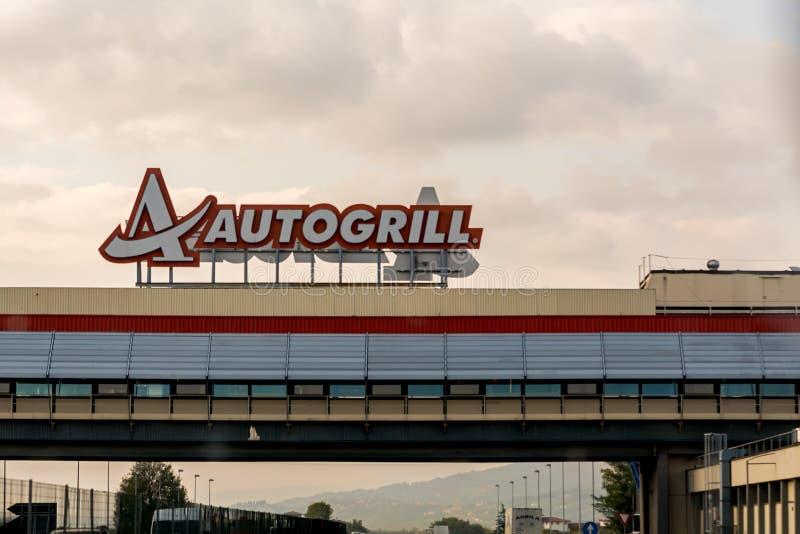 Mailand, Italien - 15. Oktober 2015: Autogrill über einem Autobahn lizenzfreies stockfoto
