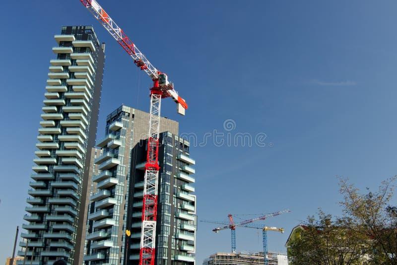 mailand 21. M?rz 2019 Turmkran, der eine Baustelle im Gesch?ftsgebiet nahe den Torre-Solarien weitergeht stockbilder