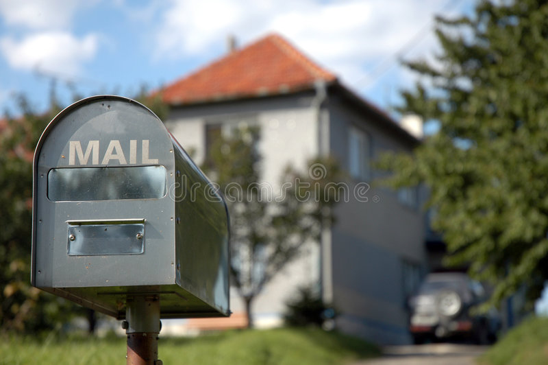 Mailbox draußen lizenzfreies stockbild
