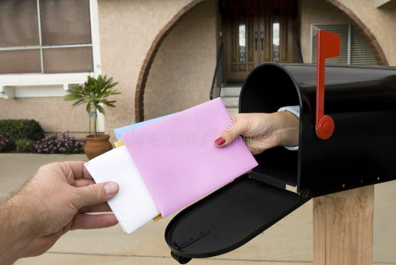Mailbox und liefern Post stockbild