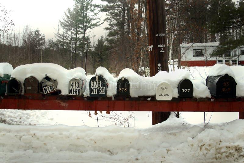 Mailboxes im Schnee stockfotos