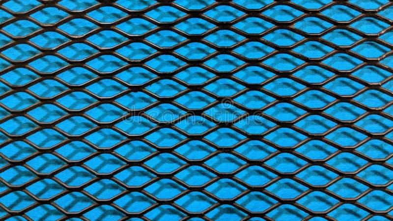 Maille métallique noire sur le fond bleu de tissu illustration libre de droits