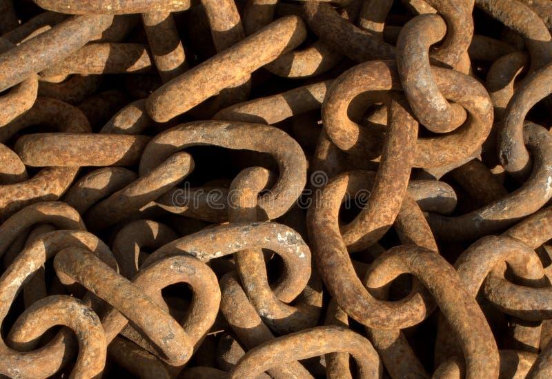 Maillons de chaîne rouillés photo stock