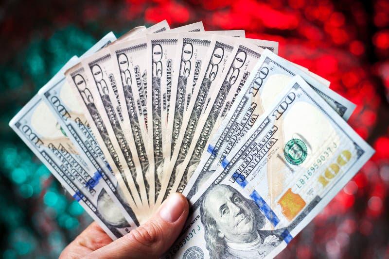 Main avec des dollars photo libre de droits