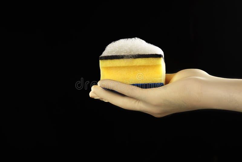 Main avec le récureur image stock