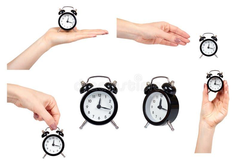 Main avec le réveil, les montres de style de cru, l'ensemble et la collection noirs image libre de droits