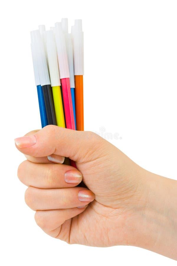 Main avec les stylos multicolores images libres de droits