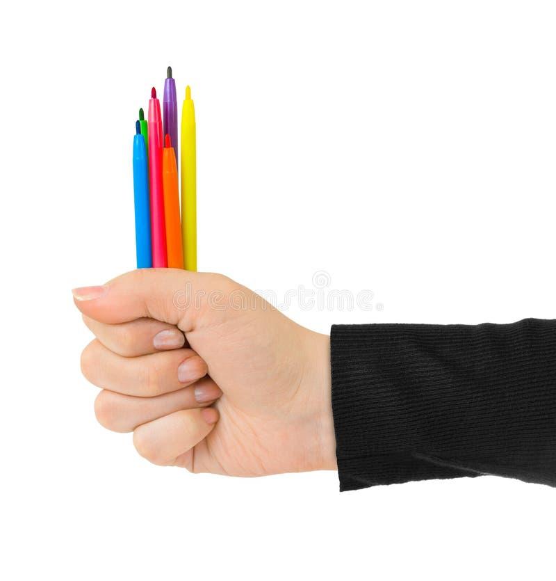 Main avec les stylos multicolores photographie stock libre de droits