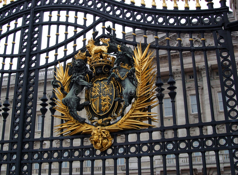 Main Buckingham Palace Gate. And Royal Coat of Arms - London, England stock photos