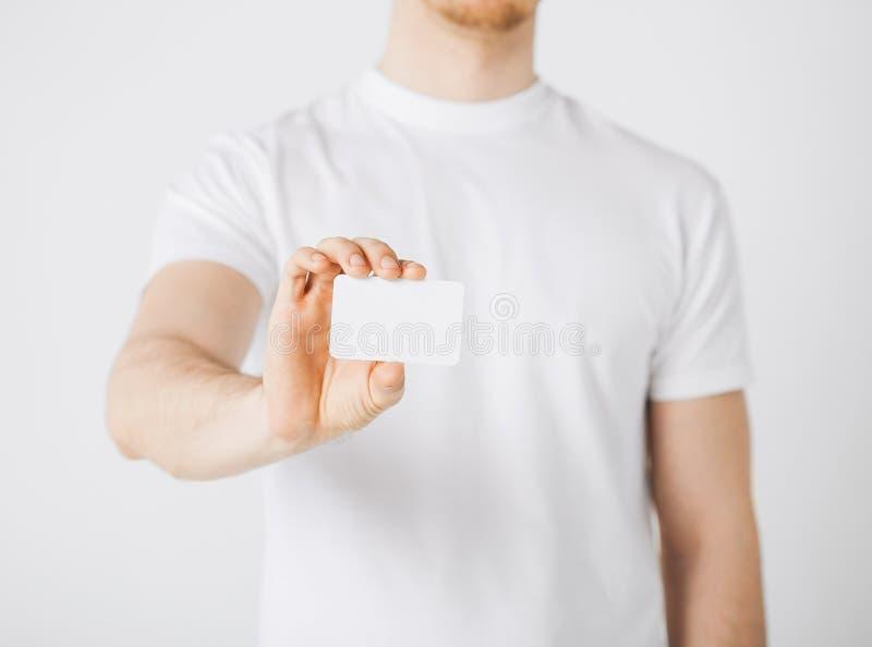 Main d'homme avec le papier blanc images stock