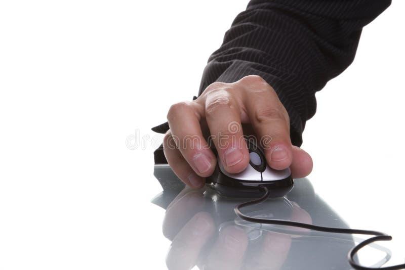 Main d'homme d'affaires utilisant une souris image libre de droits