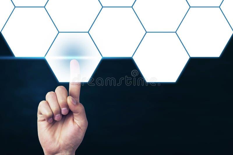 Main d'homme touchant l'hexagone vide Affaires et technologie illustration de vecteur