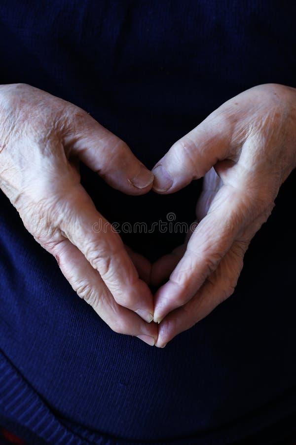 Main d'une personne supérieure photo stock