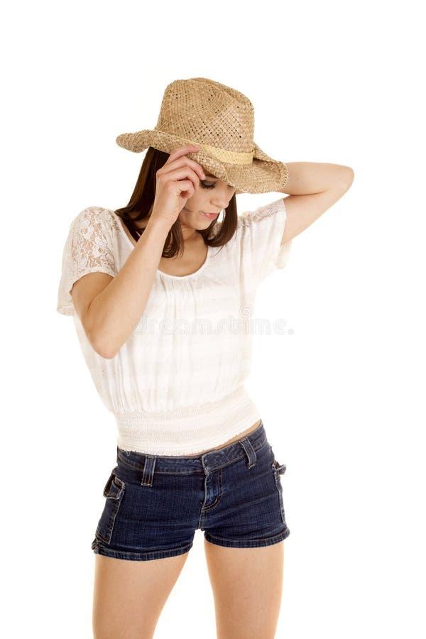 Main de cow-girl de brune sur le regard de chapeau vers le bas images stock
