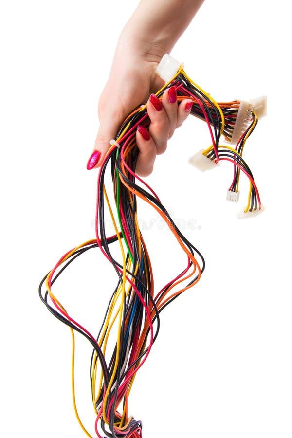 Main de femme avec des câbles d'ordinateur images stock