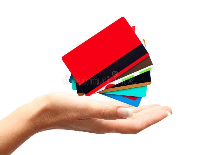 Main de femme avec des cartes de crédit photo stock