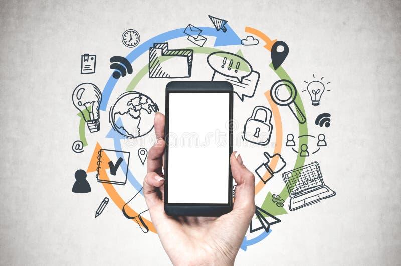 Main de femme avec le téléphone, icônes de wifi image stock