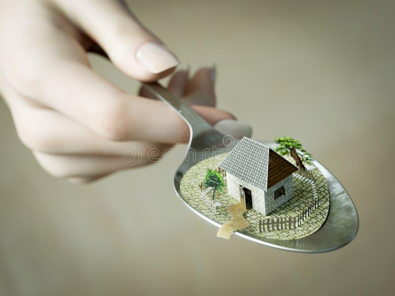 Main de femme tenant la cuillère avec la photo de papier de concept d'entreprise immobilière de maison images libres de droits