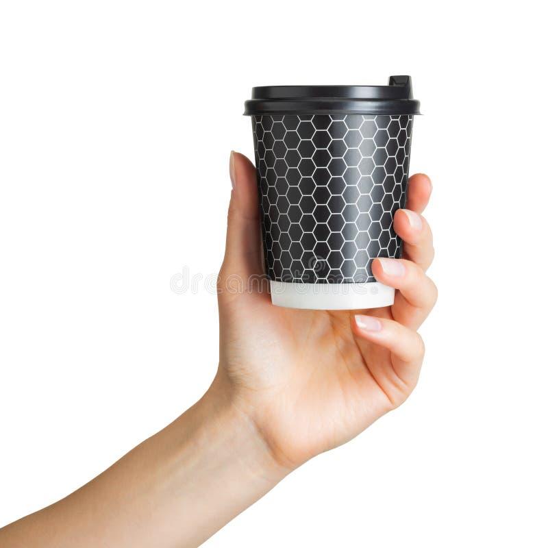 Main de femme tenant la tasse de boissons de papier de café image stock