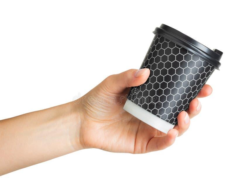 Main de femme tenant la tasse de boissons de papier de café photographie stock