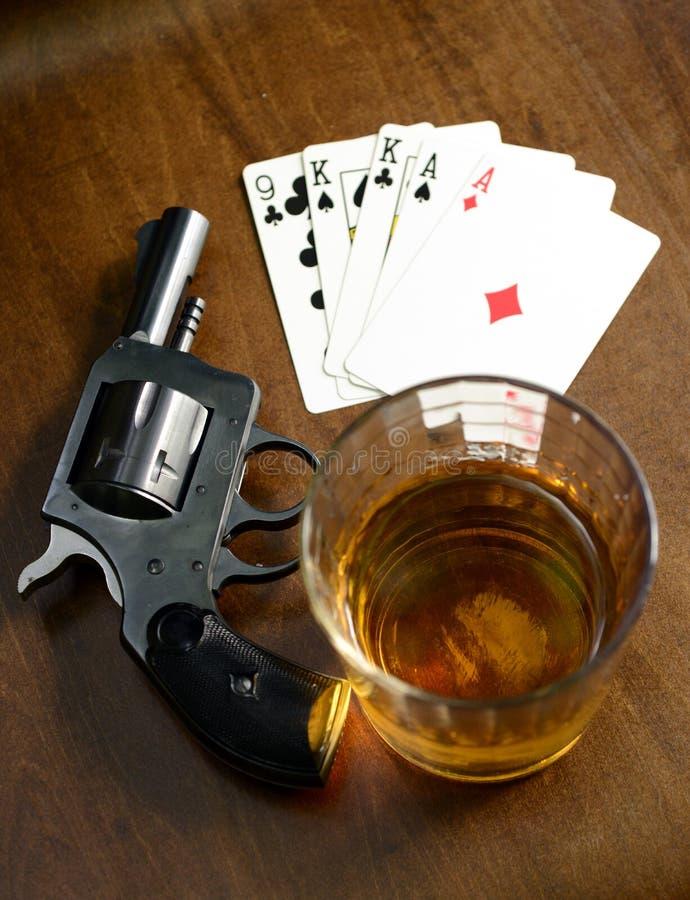 Main de gain et un jeu de poker mortel images stock